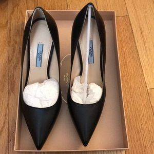 PRADA BLACK NERO 7/ 37 NIB pump